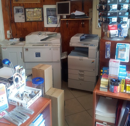 Φωτοτυπίες, Φωτοαντίγραφα, Εκτυπώσεις, Scanning, Ψηφιοποιήσεις σχεδίων, Ασπρόμαυρα και Έγχρωμα, Πτυχιακές, Δακτυλογραφήσεις, Μεταφράσεις, Βιβλιοδεσίες, Πλαστικοποιήσεις στη Δροσιά Αττικής