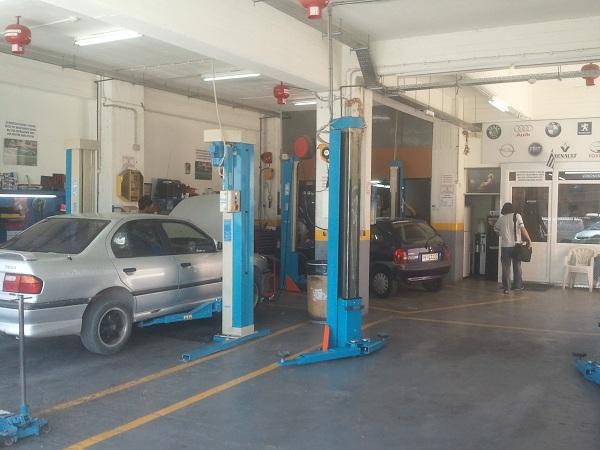 Μπαταρίες αυτοκινήτων στα Σπάτα