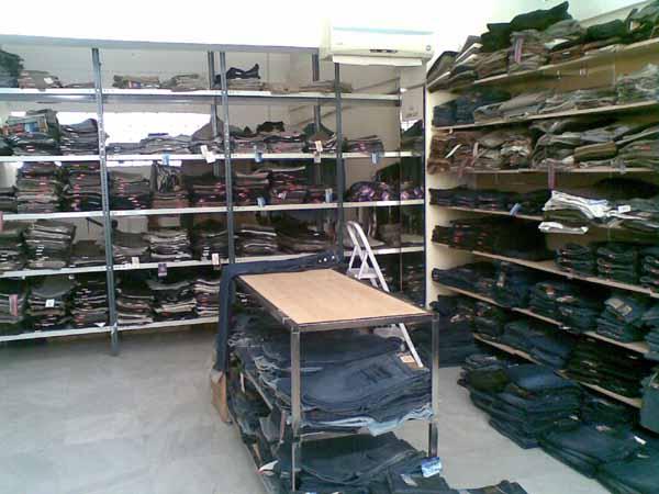 Όλα τα παντελόνια μας είναι Ελληνικά, άριστης ποιότητας και σε πολύ καλές τιμές.  Ola ta pantelonia mas einai Ellinika, aristis poiotitas kai se poli kales times