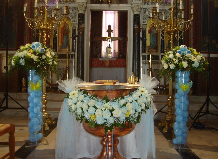 Ανθοπωλείο Δημήτρης FLOWER CENTER στην Λυκόβρυση: Στολισμός βάπτισης, διακόσμηση εκδηλώσεων, ειδικές κατασκευές.