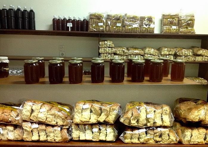 Αλλαντικά,Κρητικά λουκάνικα, απάκι, λουκάνικα ξυδάτα, Κρασί, Ρακί, Θυμαρίσιο Μέλι, Παξιμάδια Κρητικά, Κριθαροκουλούρες, Τραχανά, Ελιές, Βότανα & Αρωματικά από την Κρήτη. Παραδοσιακά προϊόντα, Κρητικά Προιοντα στο Γαλάτσι