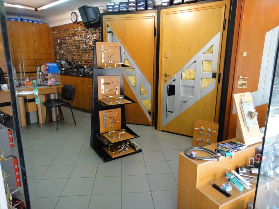 ρολά καταστημάτων, πόμολα πορτών, αντίγραφα κλειδιών σε Κυψέλη,  κάτω πατήσια, κέντρο Αθήνας