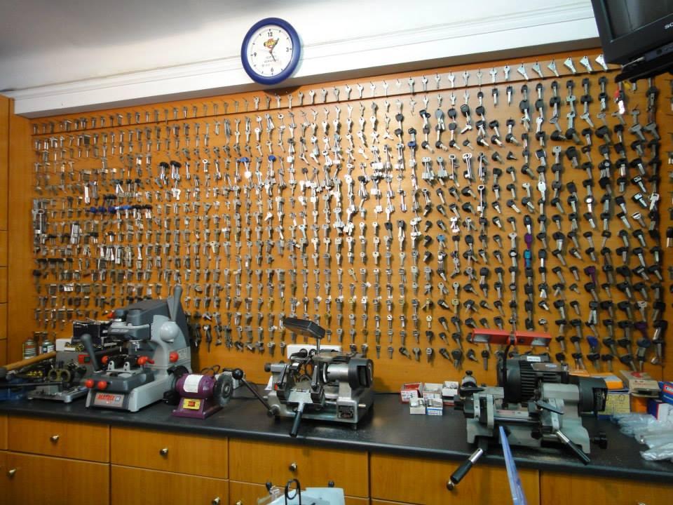 αντίγραφα σε κλειδιά αυτοκινήτων και σπιτιών. κλειδιά ασφαλείας στη Φωκίωνος Νέγρη, κυψέλη