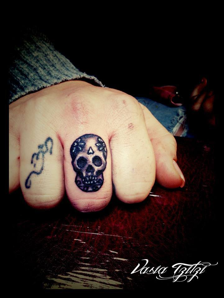 scull tattoo on finger