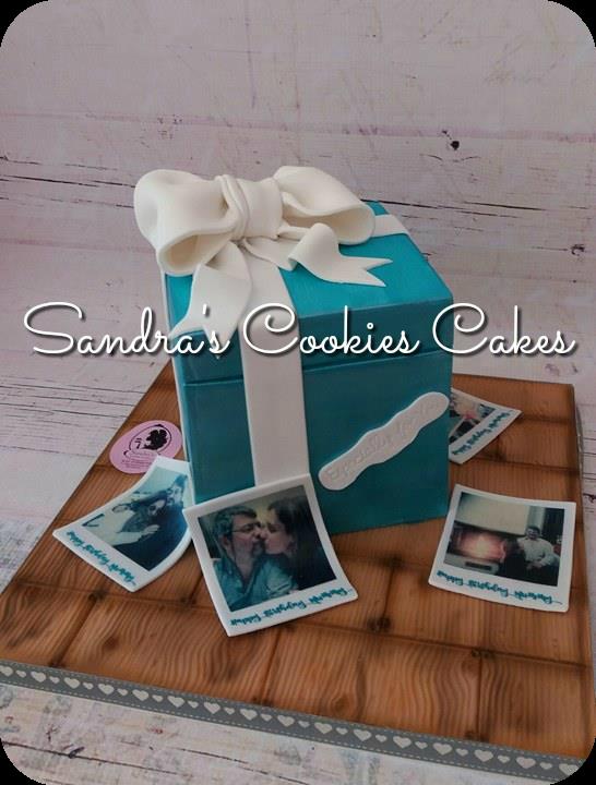 Present box cake  Τούρτα ζαχαρόπαστα