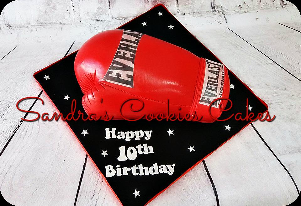 Boxing glove cake  Τούρτα ζαχαρόπαστα