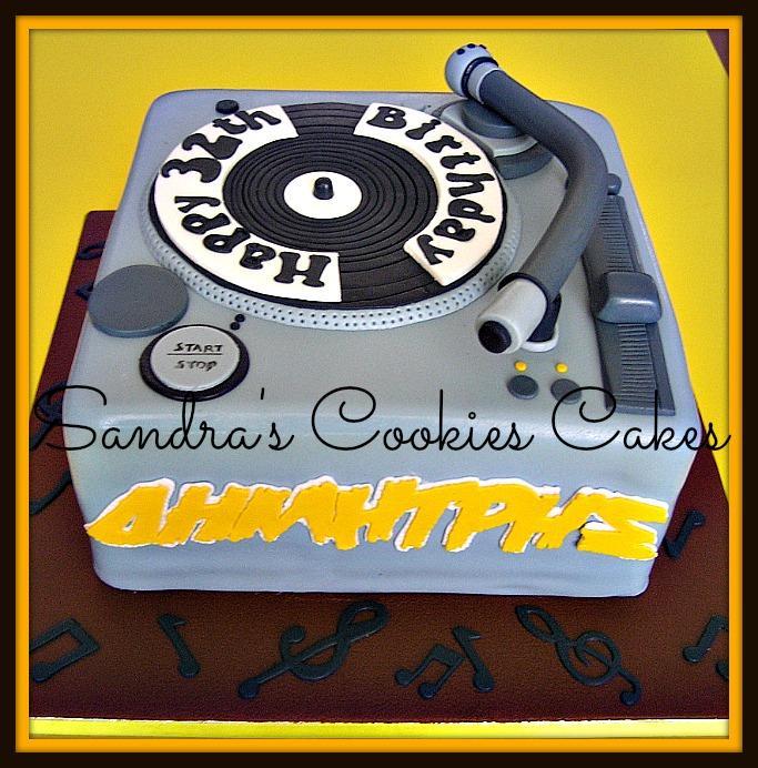 Disc player cakeΤούρτα ζαχαρόπασστα