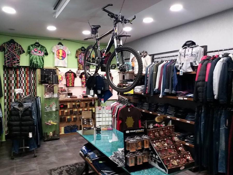 ecd63f3be55 Plus, Ανδρικά ρούχα Λαύριο σε Λαύριο - Φωτογραφίες | Καταστήματα ...