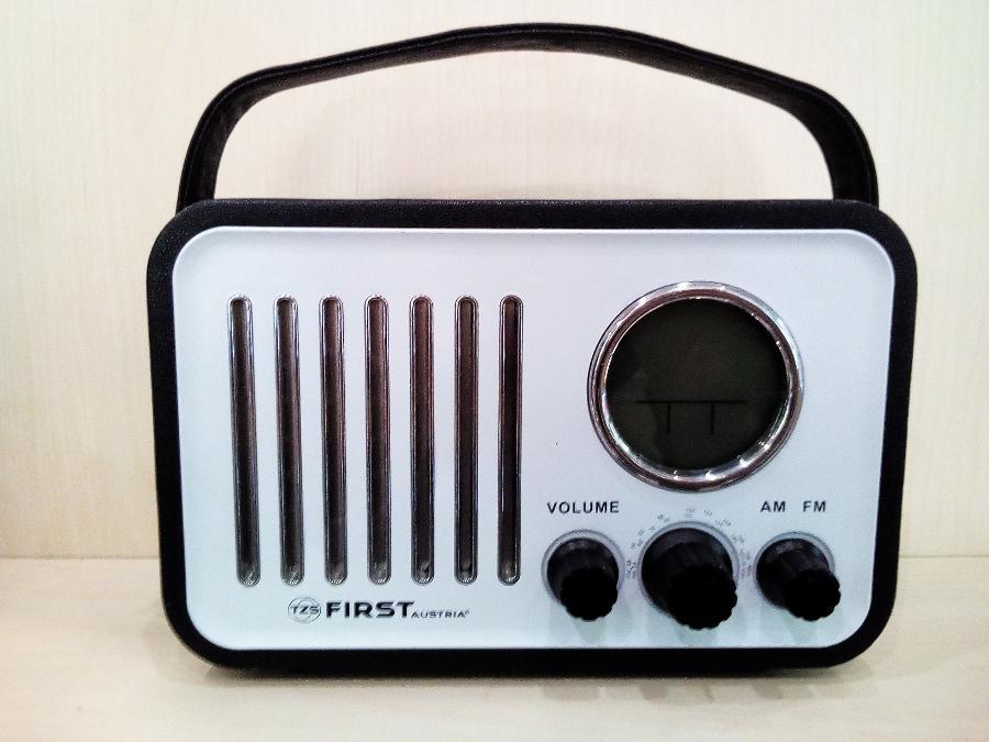 Αναλογικο ραδιοφωνο Παγκρατι-Ενδειξη ωρας ημερας και θερμοκρασιακ-Εγγυηση 2 χρονια