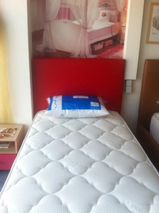 Κρεβάτι 90χ200 με κεφαλάρι σε σεματίνη-χρώμα κόκκινο