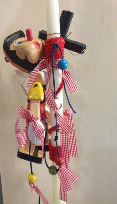 παιδική λαμπάδα πινόκιο με ξύλινο παιχνίδι