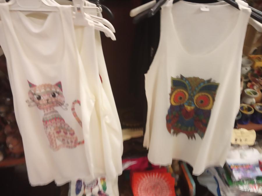 Μπλουζάκια  γυναικεία 6ευρω το ένα 10ευρω τα δύο σε πολλά σχεδια