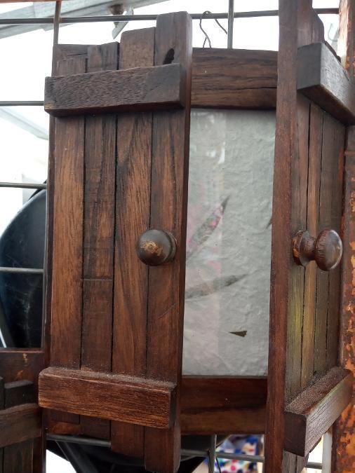 Κορνίζα ξύλινη τοίχου και επιτραπέζια παραθυράκι 15ευρω