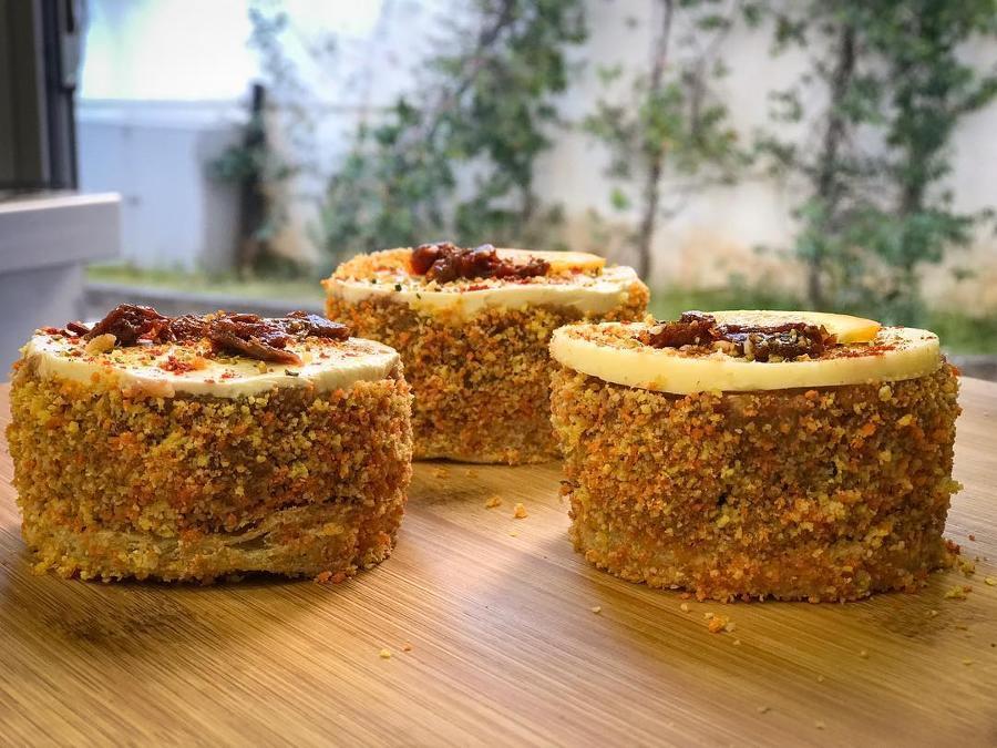 Κρεοπωλεία Χολαργός, Delivery κρέατα Χολαργός, Παστάκια Beef 'n' Cheese - Φρεσκοκομμένος μοσχαρίσιος κιμάς, τραγανό πανάρισμα, νόστιμο τυρί και λιαστή ντομάτα.